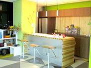 。+◇オフィス内には、休憩の時に使えるフリースペースも◇+。平日のみ&夕方まで⇒オン・オフ切り替えバッチリな環境です♪