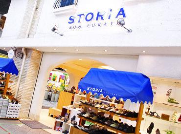 スペイン南欧風で白いレンガ造りの 外観が特徴的なお店♪ 商店街の角にあり、開放的な空間です◎