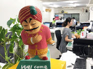 少人数の和やかオフィス♪ かわいいインド人の像がお出迎え☆ いつもこのキャラに癒されてます♪ 皆さんのご応募WelComeです◎