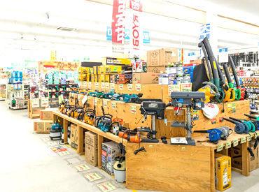 DIY用の工具用品も様々な種類が揃っていますよ◎ 働くうちに詳しくなって、趣味が広がるかも…?!