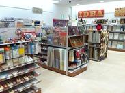 売場では商材ごとに担当を持って管理しています。