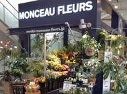 仙台AERのお花屋さんでSTAFF募集中♪ 日常の生活の花から大切な人への贈る花まで、 綺麗にお包みしてご提供。+*