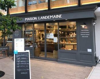 まるでパリにいるような気持ちになれるオシャレな空間◎こだわりが詰まった、本当に美味しいパンに囲まれながらのオシゴト♪