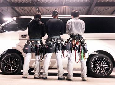 ■仕事中のスタイル■ バッグから工具をノールックで! それぞれのこだわりが詰まったスタイルです♪
