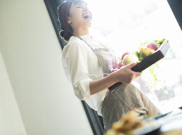 土日祝は、なんと時給1500円!! オシャレで楽しく、さらに稼げるバイト★ 未経験さんも大歓迎です♪