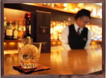 500種を超えるお酒の品揃えが自慢のショットバー!基礎から教えていくので未経験からでもバーテンダーが目指せます◎