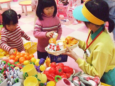 子育て主婦(夫)さんに大人気♪お子様と利用OK!!スタッフ特典として、おもちゃ大使館&おもちゃ王国の入園割引あり♪