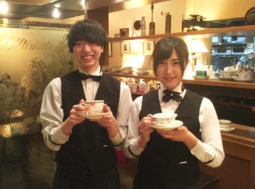 【カフェstaff】■レトロな空間でゆったりしたひと時を♪コーヒーの香りに囲まれて…お洒落な制服でおもてなし◎カフェデビューも大歓迎!