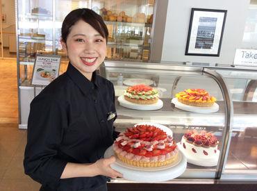 """旬のフルーツをふんだんに使った""""アートケーキ""""が自慢のお店★そんなスイーツが社割でお得に楽しめる☆*"""