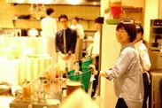 ★テラス席も開放感ある雰囲気★ 美味しいお料理とサービスでほっと一息落ち着く空間。:+*ウェディングパーティーも利用多数!