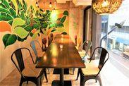 "kawara CAFEでお馴染みのエスエルディーが手がける""ハワイアンカフェ""★都会にいながら、南国気分に浸れる素敵な空間です♪"