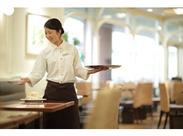 ミルクレープなどの定番メニューから季節のフルーツを使用したケーキを提供するカフェです。