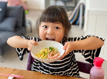 /いただきま~す!!\ もぐもぐ食べる子供たちに スタッフも自然と笑顔に♪ ※イメージ画像