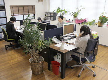 緑の多い社内*毎日爽やかな空気のもと、仕事ができるんです♪