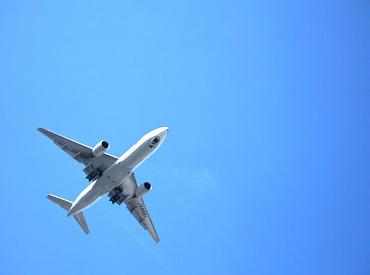 【空港内STAFF】乗り物好きサン必見★\大きな飛行機をあなたが誘導!!!/≪マニュアル完備≫だから安心◎たくさんの同期と一緒にスタート♪
