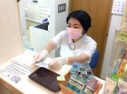 ここで働いたことがきっかけで、歯科の魅力に気が付いて資格をとった先輩もいます~♪普通では経験できない為になるお仕事です!