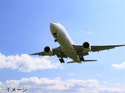 「飛行機が好き」「航空業界で働きたい」 そんな方必見、イマ話題のグラハン! たくさんの職種から希望と適性に 応じて配属!