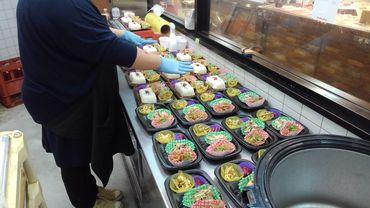 イルフ岡谷1Fの総菜コーナー。 お弁当の配達などもやっています。