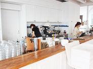 ≪憧れのバイトをスタート!!≫リゾート×海沿い×お洒落カフェ♪開放感たっぷりの職場です!未経験の方もぜひご応募を★