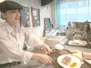 «憧れの羽田空港内でお仕事★»海外のお客様も多くいらっしゃいます♪語学力やビジネスマナーが身に付くかも♪