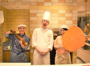 【キッチンクルー】\気分はエンターテイナー!?/お客様の目の前で調理するオープンキッチンStyleのお店★『包丁の持ち方』からお教えします♪