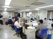 こちらが編集部の様子です。黙々と作業しているように見えますが、活気があって賑やかなオフィスです。