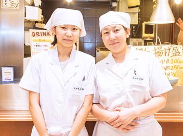 【ホール/キッチン】◆スタッフはみんな仲良くイキイキと働く職場◆笑顔であいさつからのスタート♪フリーター・主婦・学生さんなど幅広く活躍中◎