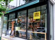 ≪おしゃれでキレイな店内≫ 広尾駅近くの路面店のお店です。 まるで海外にいるような気分で働けます♪