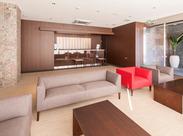 キレイで清潔なエントランススペース♪アナタの笑顔でお客さまをお迎えしてください!