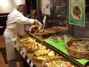 パンとコーヒーの香ばしい香りで包まれた、ランチビュッフェが人気の店舗でまさに、パン好きにピッタリのオシゴト!