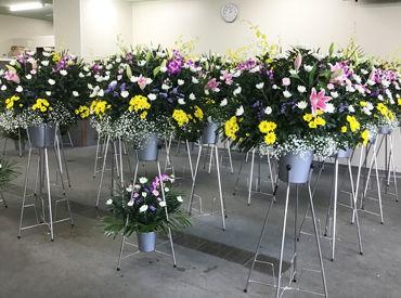 葬儀会場に飾るお花や備品の配送をお任せします!