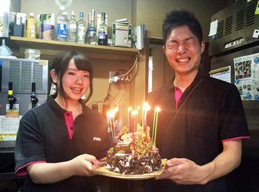 スタッフ同士の仲はとっても良好! 誕生日はみんなでケーキでお祝い★ 自分の誕生日の時はどんなケーキになるのかな♪