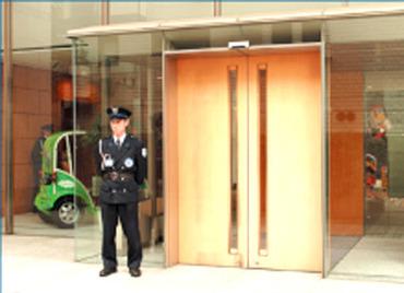 【警備STAFF】★遠山病院の駐車場の警備★がっつり稼ぎたい方にオススメ!駐車場でのお仕事⇒いい汗を流して働ける♪日々の気分転換にも◎