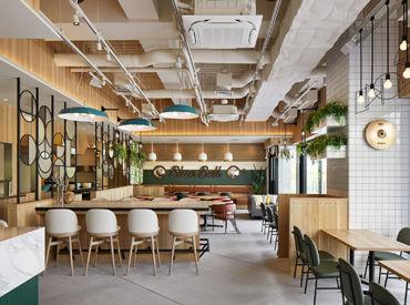"""2階のカフェ ◆ALL DAY CAFE & DINING """"The Blue Bell""""◆ ライブが無い日にも来たくなるような オシャレな雰囲気♪"""