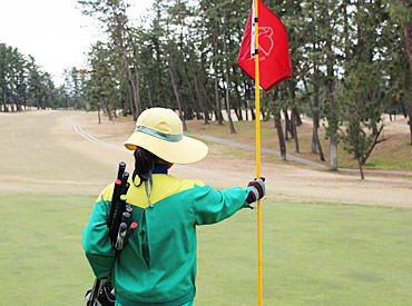 自然を感じられるゴルフ場♪ 四季の変化を感じながら働けますよ!