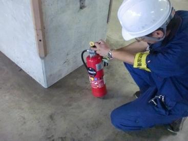 【設備点検】\★未経験さん歓迎★/激レア!消防設備点検のお仕事♪≪数値のメモ・道具の用意≫などカンタンなサポート業務をお任せ◎