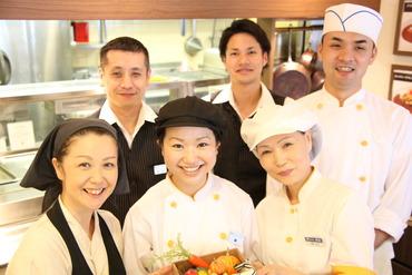 【調理補助】+◆大手都市銀行の社員食堂でお仕事◆+初心者さん大カンゲイ!!《1日4h~》のシフトもあり♪⇒スタイルに合わせて働けます◎