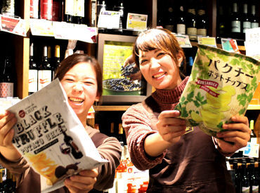 【販売STAFF】「路地裏の宝探し」店内にはそんな楽しさが詰まっています♪お店に来るだけでSTAFFまでワクワク◎海外のレア商品がイッパイ!