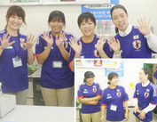 写真左端の女性が、当店のマネージャー!いつもニコニコです♪ 「写真」のように、スタッフ同士でわきあいあいと働いてます★