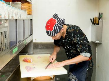【ホール・キッチン】★.:* 今なら、採用祝い金≪3000円≫をプレゼント! ★.:*清潔感があればいつもの髪色でOK!オープニングスタッフになろう♪