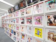 未経験歓迎!職場には6台のTVと雑誌や新聞、ベストセラーの本や専門書など多数!