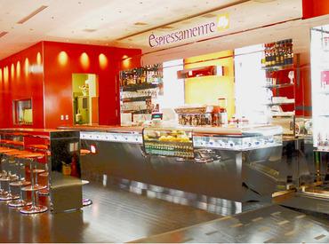 おしゃれ&ゆったりくつろげる店内も大人気★コーヒーの良い香りに包まれながらお仕事できますよ♪