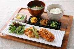 【和食ダイニングStaff】【履歴書不要&電話登録OK】土鍋で炊いたご飯とおかずの和食ダイニング★魚やお肉など様々なお料理野提供をお願いします♪