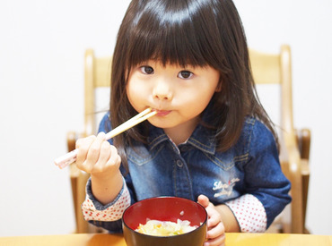 【保育園での調理スタッフ】\給食は…子どもたちの元気の源★/ちょっと珍しい!?→保育園で調理のお仕事!●賞与あり ●夕方上がり ●手当充実