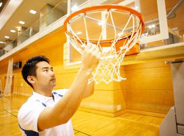 \公共スポーツ施設で働こう/ 学生さんやフリーターさんはもちろん、 シニア層も安心してスタートできます♪