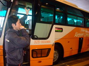 旅行、帰省、留学etc…色んな目的をもった人たちが集まる空港でのオシゴトは、楽しさいっぱい★