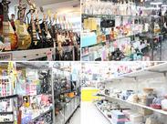 店内にはいろいろな商品が並んでいます♪ 中には掘り出し物なんかもあったりして楽しく働けますよ☆