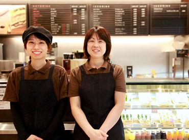 【カフェスタッフ】*♪ ミントブルーのかわいい外観 ♪*日比谷国際ビルのB1F!!サンドイッチカフェ★丸の内店・赤坂店も同時募集中♪