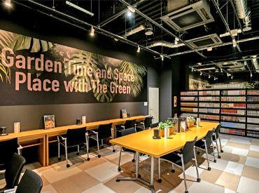 地下の洞窟【CAVE】をイメージしたインターネットカフェ♪* 緑をメインとしたインテリアがオシャレ!