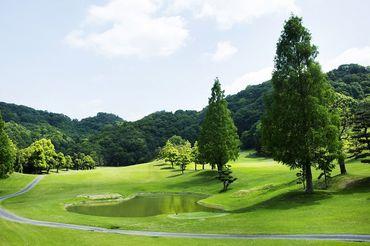 大自然に囲まれて気持ちもリフレッシュ♪ ゴルフ場のコースも広く、美しい四季を感じられる点も魅力☆